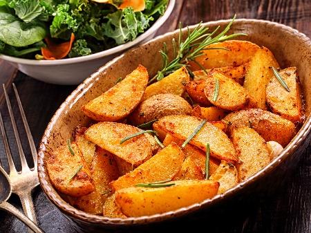Гарнитура от варени и печени картофи на ивици - снимка на рецептата